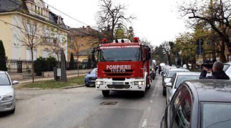 Elevi evacuați la un liceu din Timișoara, intervenție CBRN