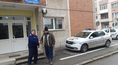 Un bărbat a predat Poliției un portmoneu cu bani și acte, găsit pe drum