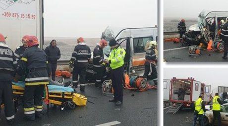 Accident grav pe Autostrada A1, cu un tir, o mașina și un microbuz. Un om a murit, 6 au rămas încarcerați