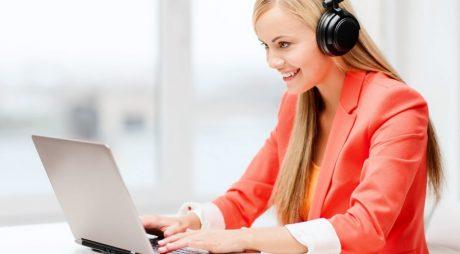 Beneficiile muzicii la birou: Productivitatea poate crește cu 15%