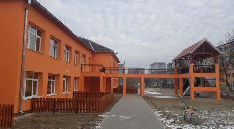"""Hunedoara: Au fost finalizate lucrările de modernizare a Grădiniței """"Floarea Soarelui"""""""