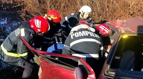 FOTO: Accident grav, pe DN 7. A fost nevoie de intervenția echipajelor de descarcerare