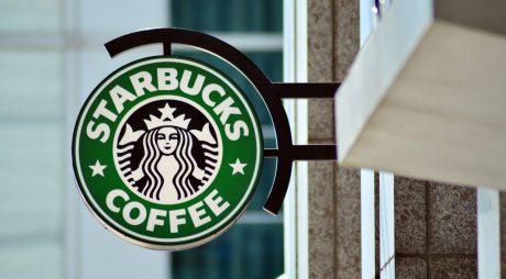 Starbucks închide mii de cafenele