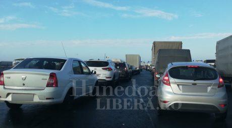 Arad: Patru ore de aşteptare la intrarea în ţară prin Nădlac I, după ce s-a închis Nădlac II pentru maşini
