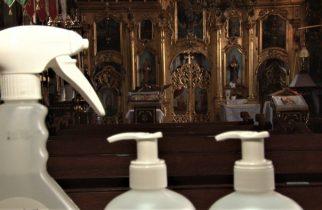 Video: Se dezinfectează icoanele în biserici, de teama coronavirusului