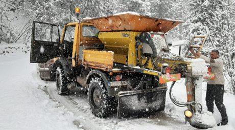 Pe drumurile județene se circulă în condiții de iarnă