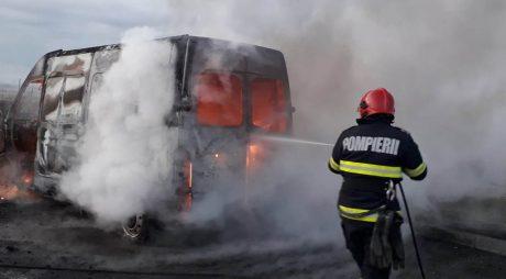 Microbuz în flăcări pe autostrada A1
