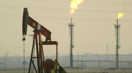 Record istoric. Prețul petrolului american s-a prăbușit!
