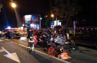 Un tânăr care se filma în timp ce conducea şi transmitea imaginile pe internet a produs un accident cu 6 victime