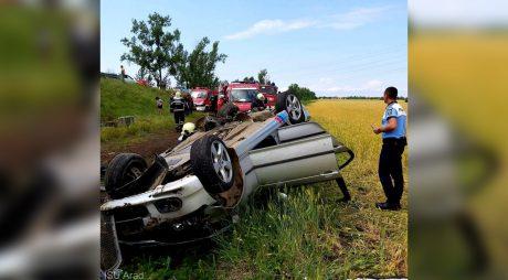 Patru persoane au fost rănite după ce un autoturism a căzut de pe o rampă de urcare pe autostrada A1