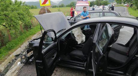Accident rutier la Crișcior: 3 persoane rănite și două mașini implicate
