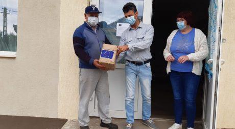 Continuă distribuirea pachetelor de igienă pentru persoanele defavorizate