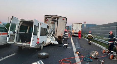 UPDATE FOTO. O persoană și-a pierdut viața și alte 4 au fost rănite în urma unui accident pe A1, între Deva și Ilia