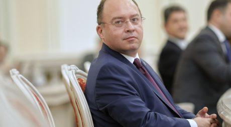 Bogdan Aurescu: Vă rog pe toţi să vă decideţi să vă vaccinaţi; în felul acesta vă veţi putea îmbrăţişa părinţii şi bunicii