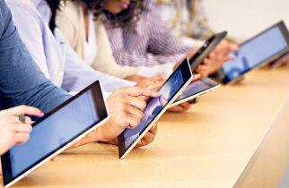 Ministerul Educației cere școlilor actualizarea situației elevilor fără tablete sau telefon pentru cursuri online