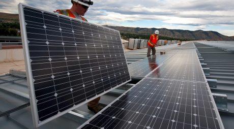 Greenpeace: Programul Casa Verde Fotovoltaice s-a împotmolit din nou. Statul nu a făcut nici o decontare către instalatori