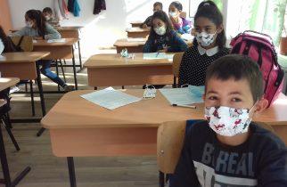 Impactul educaţiei remediale chiar şi în pandemie: Peste 88% dintre copiii din programele World Vision România și-au păstrat sau și-au îmbunătățit rezultatele în anul școlar trecut