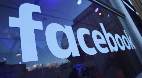 Lupta cu dezinformarea: Facebook a eliminat 1,3 miliarde de conturi şi a şters milioane de postări false despre COVID-19 şi vaccinuri