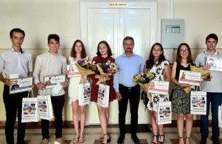 Hunedoara: Absolvenți de nota 10, premiați cu câte 2.000 de lei