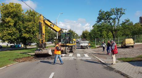 Hunedoara: Au început lucrările pe strada Mureşului. Traseul liniei 2 de transport călători se modifică