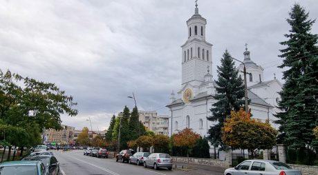 Restricții de circulație în Deva pentru funeraliile episcopului Devei și Hunedoarei