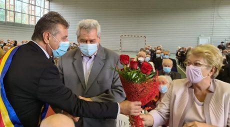 """116 cupluri care şi-au sărbătorit """"Nunta de Aur"""", premiate de Primăria Hunedoara"""