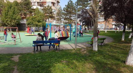 Echipamente de joacă noi, montate în Parcul Tineretului