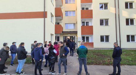 Hunedoara: Locuinţele din noul bloc ANL au, de astăzi, chiriaşi